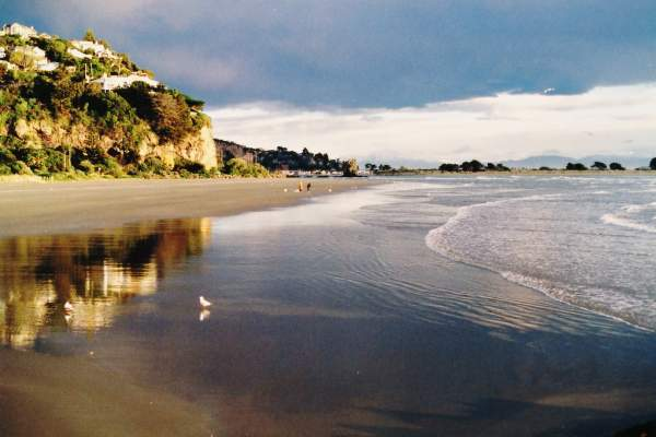 Beautiful beach of Sumner by Christchurch