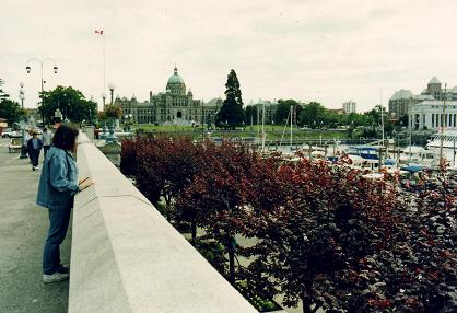 Tara standing in front of the British Columbia Parliament Building