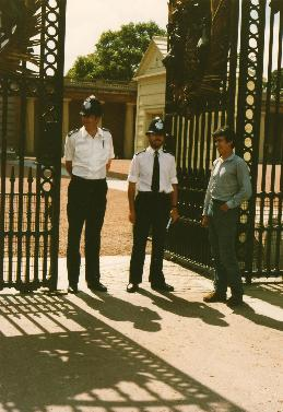 Dave chatting with the Bobbies in front of the Buckingham Palace