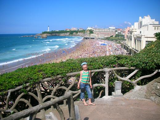 Isabelle on top of the cliff with the Biarritz beach behind