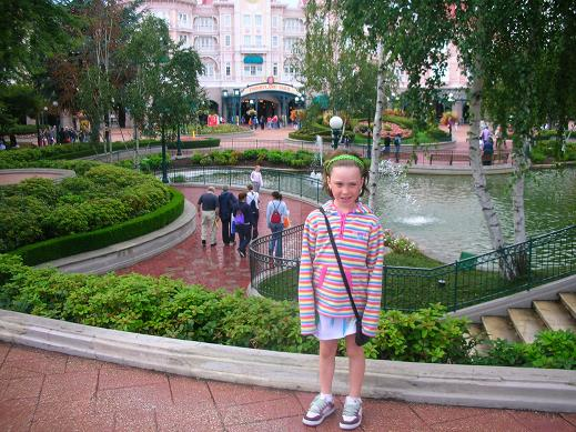 Isabelle in front of fountains in Disneyland in Paris