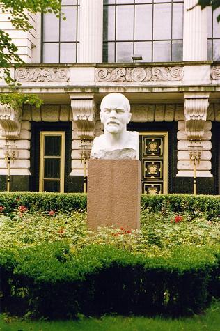 Lenin statue in ex-East Berlin