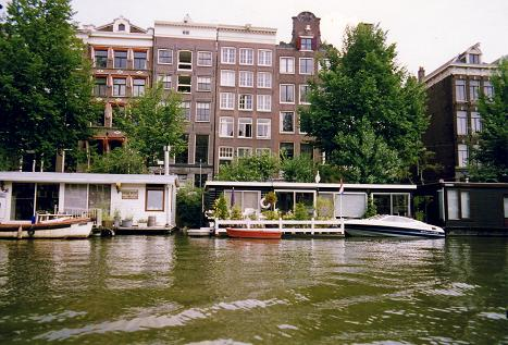 appartments on the canals