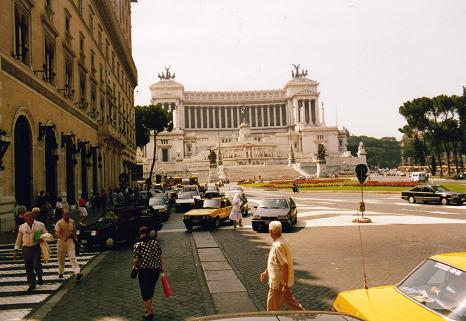 The spectacular Vittorio Emanuel Monument